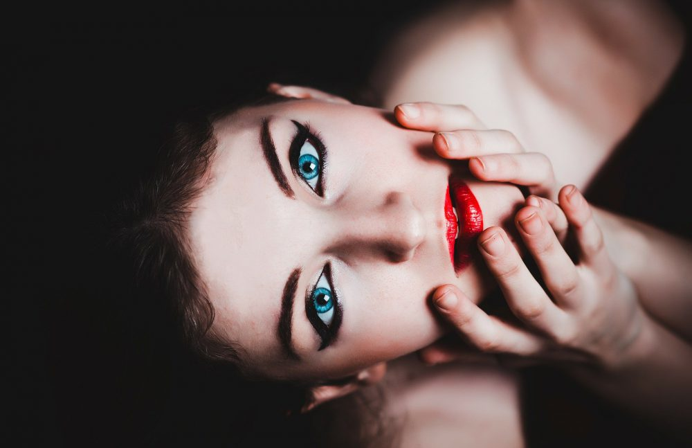 Pelle del viso e beauty routine, la psicologia della bellezza
